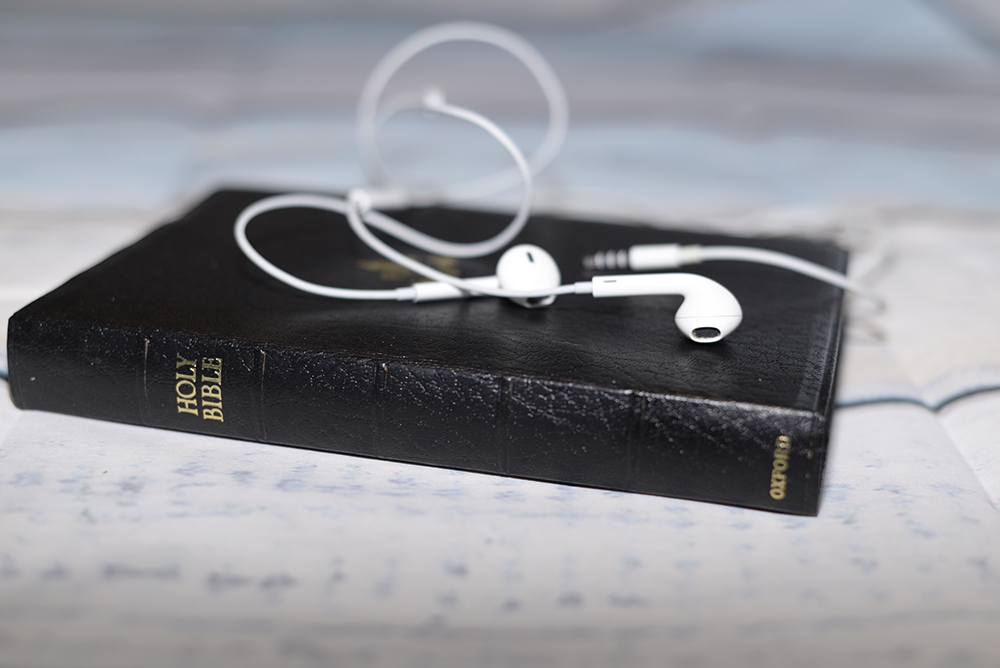 bible-earbuds